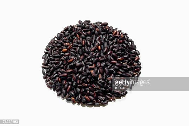 Pile of black rice arranged in circle, close-up