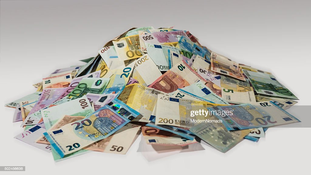 Pile of cash, heaps of money, side view : Stockfoto