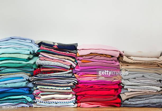 pile of clothes - 服装 ストックフォトと画像