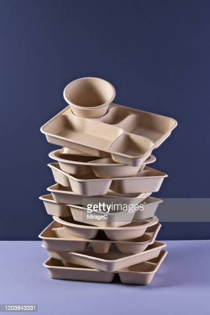 a pile of disposable paper tv dinner tray - 使い捨て製品 ストックフォトと画像