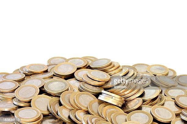 Gestapelte Euro-Münzen auf weiße