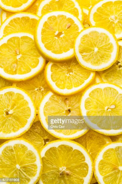 pile of fresh lemon slices - zitrone stock-fotos und bilder