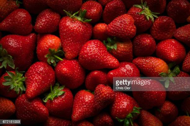 pile of fresh strawberries - strawberry stock pictures, royalty-free photos & images