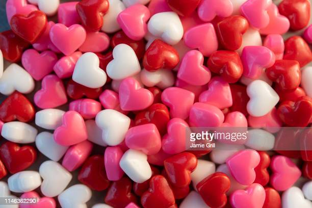 pile of heart shaped candy - valentines day fotografías e imágenes de stock