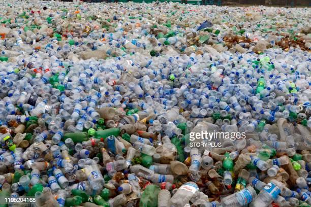 pile of plastic bottle - プラスチック汚染 ストックフォトと画像