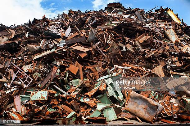 pile of rusted metal for recycling, portsmouth, nh - 打ち捨てられた ストックフォトと画像