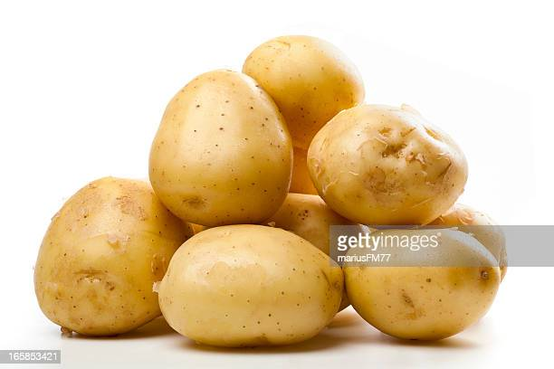 a pile of small yellow potatoes - rauwe aardappel stockfoto's en -beelden