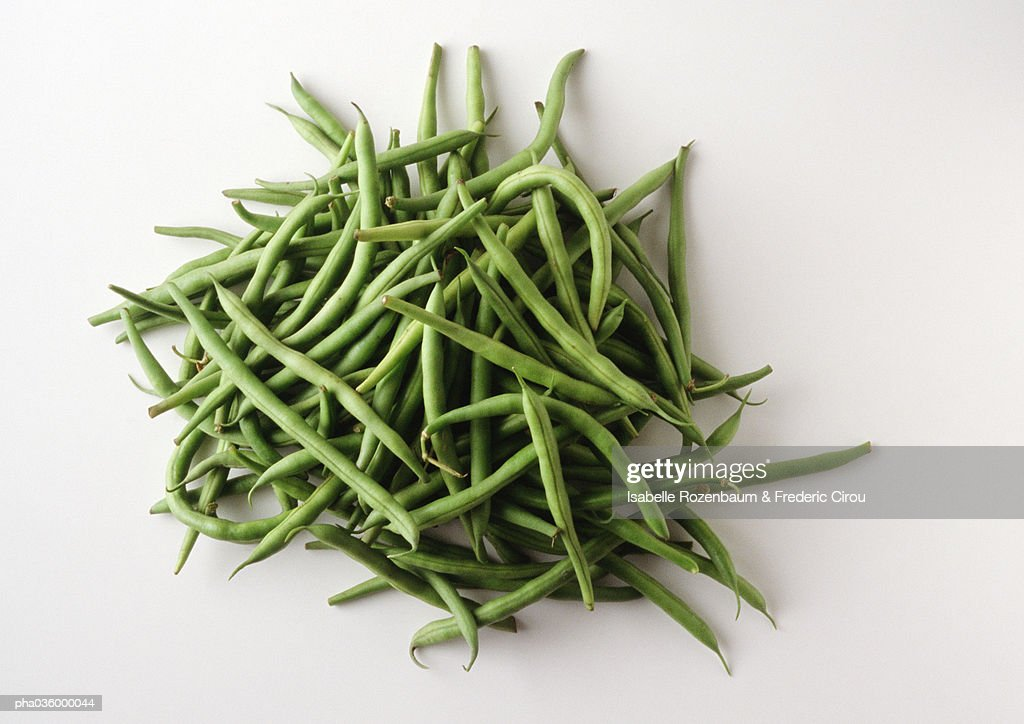 Pile of string beans, white background : Stockfoto
