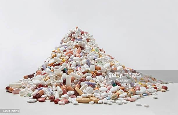 a pile of tablets, pills, and capsules - heap stock pictures, royalty-free photos & images