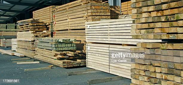 パイルの木材# 10 - 固体 ストックフォトと画像