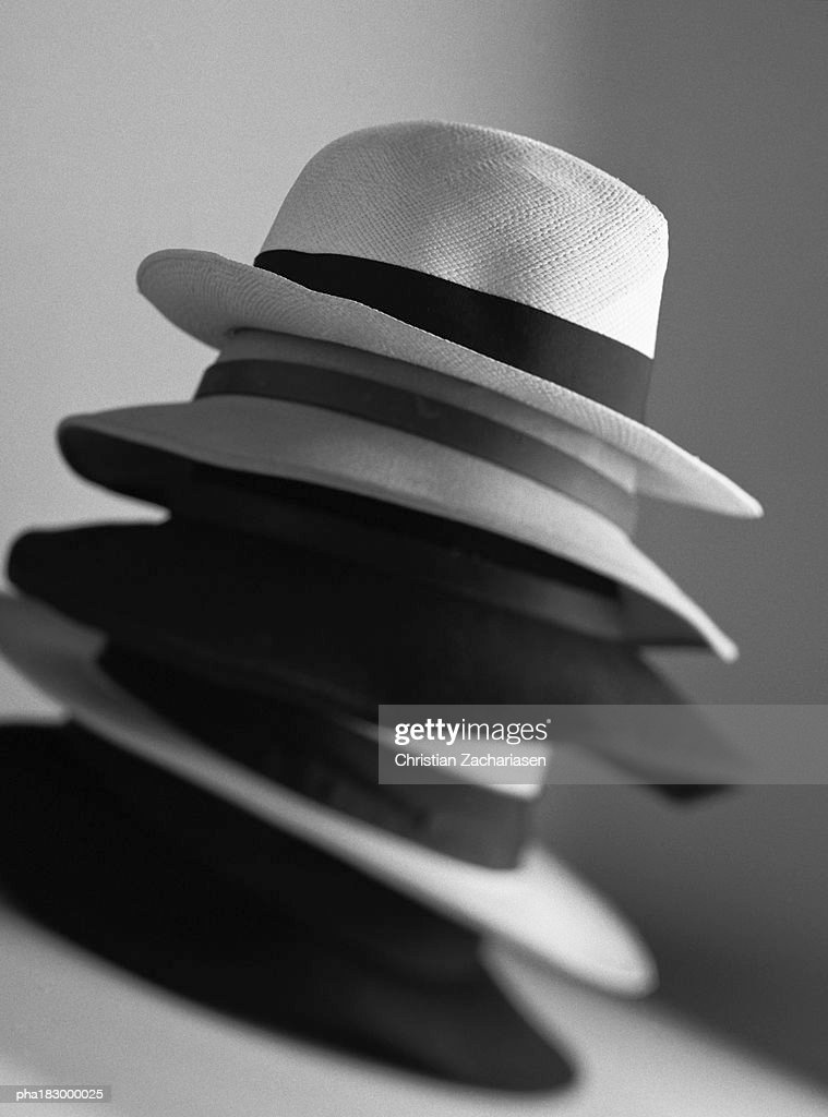 Piled up hats, close-up, b&w : Stockfoto