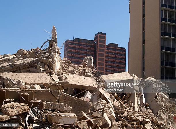 山のコンクリート礎石 implosion 後