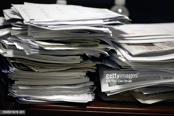 piles of paper on desk, close-up - eric van den brulle imagens e fotografias de stock