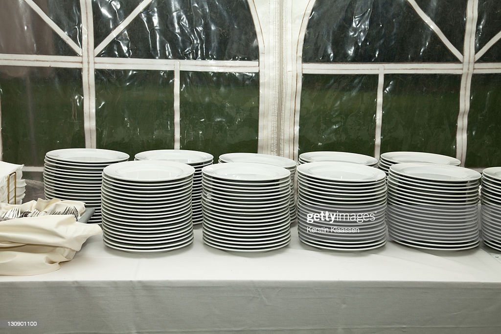 Piles of plates : Foto de stock