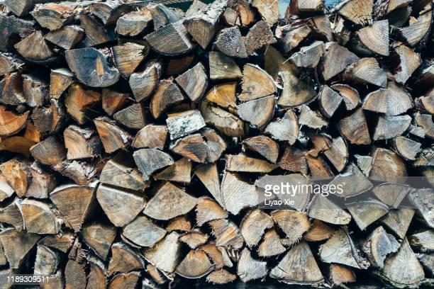 piles of wood - コークス ストックフォトと画像