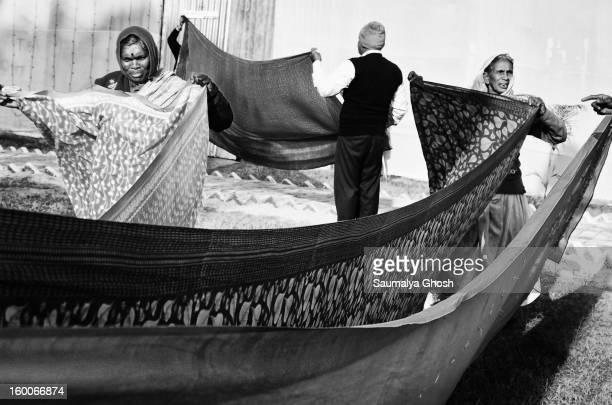 CONTENT] Pilgrims are drying their clothes in the Gangasagar fair camp at Kolkata
