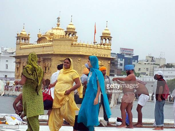 pilgrims at the golden temple - punjab india stock pictures, royalty-free photos & images