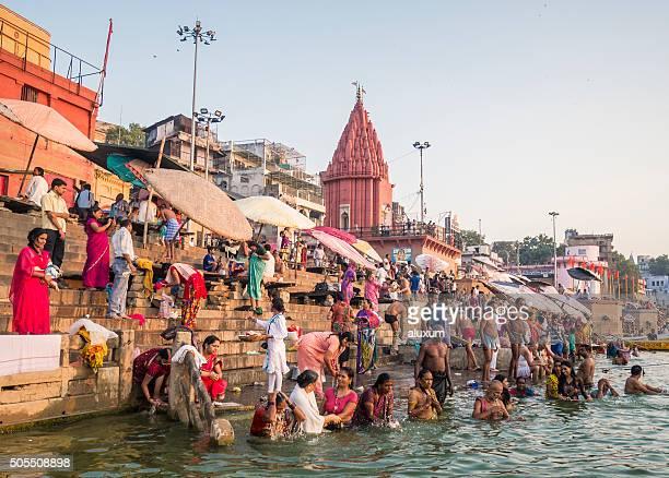 pilgrims bathing in dasaswamedh ghat varanasi - ganges river stock pictures, royalty-free photos & images
