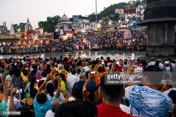 pilgrims crowd in haridwar - haridwar stock pictures, royalty-free photos & images