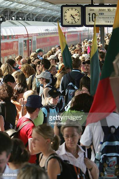 Pilgrims crowd the Hauptbahnhof railway station at World Youth Day August 17 2005 in Cologne Germany Hundreds of thousands of Catholic pilgrims have...