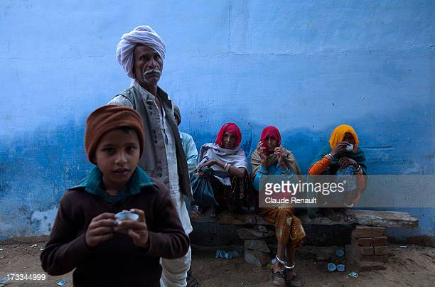 CONTENT] Pilgrims having a morning tea in Pushkar before heading toward the temple and sacred lake