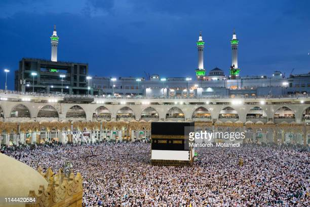 pilgrims in al-haram mosque - kaaba stock pictures, royalty-free photos & images