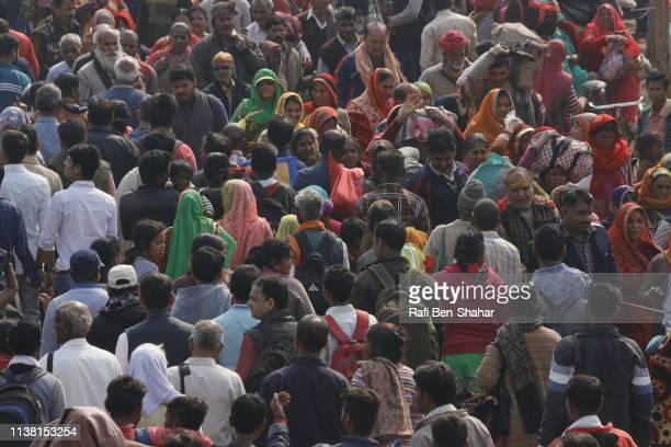 pilgrims in allahabad during kumbh mela - kumbh mela stock pictures, royalty-free photos & images