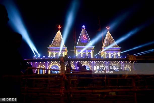 pilgrims lineup for kapil muni temple during ganga sagar fair - ganga sagar stock photos and pictures