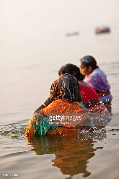 pilgrims washing in ganga river - merten snijders stock pictures, royalty-free photos & images