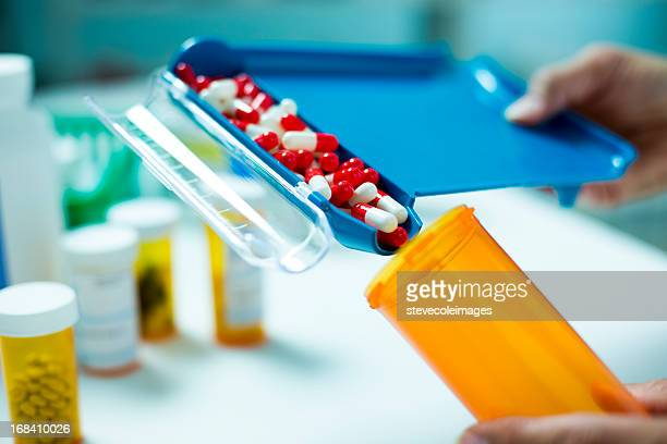 Pill Counter filling Pill Bottle with Capsules