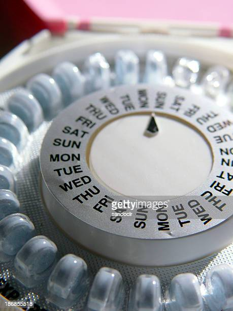 a pill organiser with days of the week - oestrogen stock pictures, royalty-free photos & images