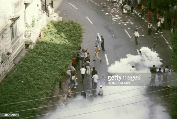 Pillages et incendies lors des émeutes le 6 octobre 1988 à Alger Algérie