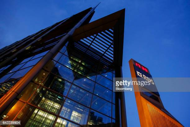 A pillar with a logo displaying the time stands outside the Royal Bank of Scotland Group Plc headquarters in London UK on Wednesday Feb 15 2017 RBS...
