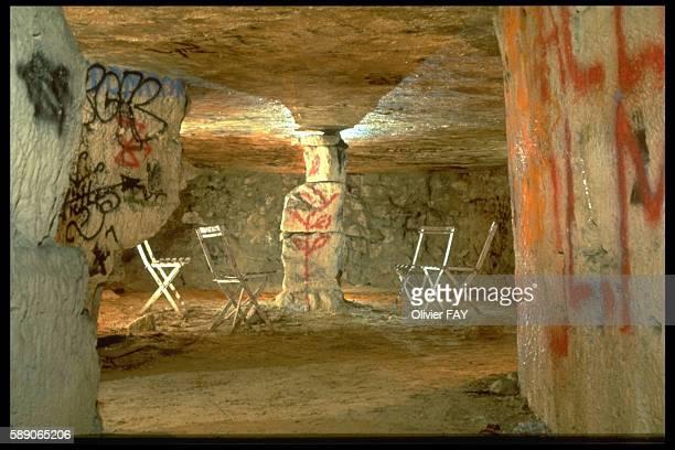 Pillars in an underground hall below Rue des Ursulines