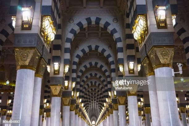 pillars of mosque al-nabawi of medina - shaifulzamri fotografías e imágenes de stock
