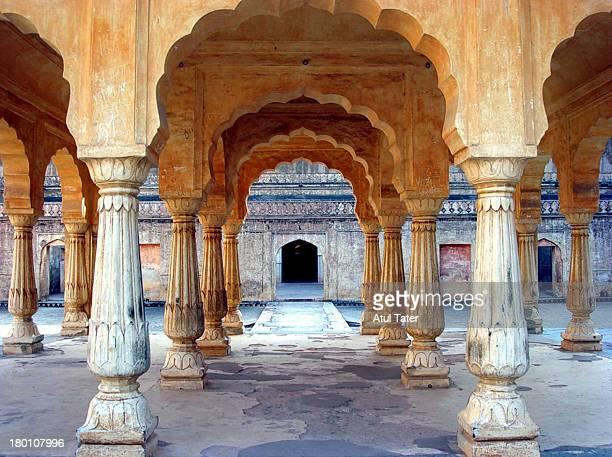 pillars - amber fort stockfoto's en -beelden