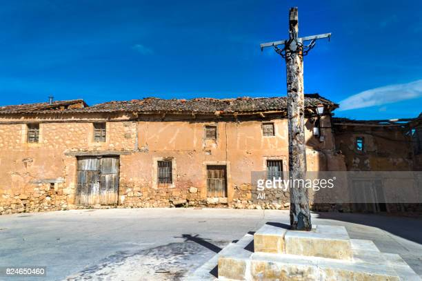 pillory in a square of the medieval village of maderuelo, segovia, spain - pillory stock pictures, royalty-free photos & images