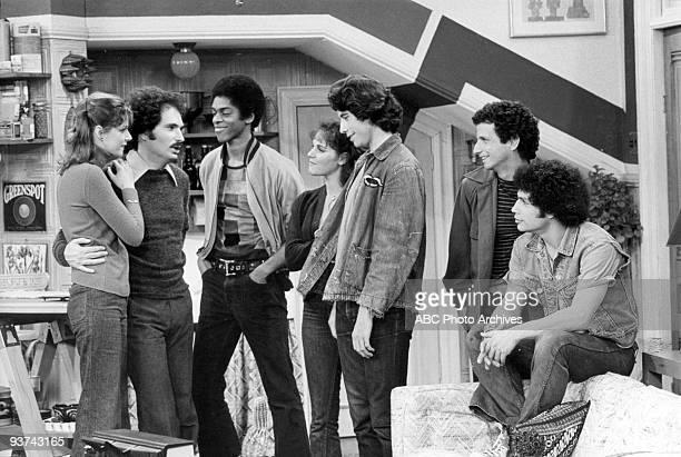 BACK KOTTER Pilot 9/9/75 The Sweathogs Freddie Boom Boom Washington Vinnie Barbarino Arnold Horshack and Juan Epstein visited Julie and Mr Kotter...