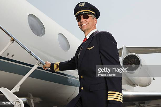 pilot boarding airplane - piloting stock pictures, royalty-free photos & images