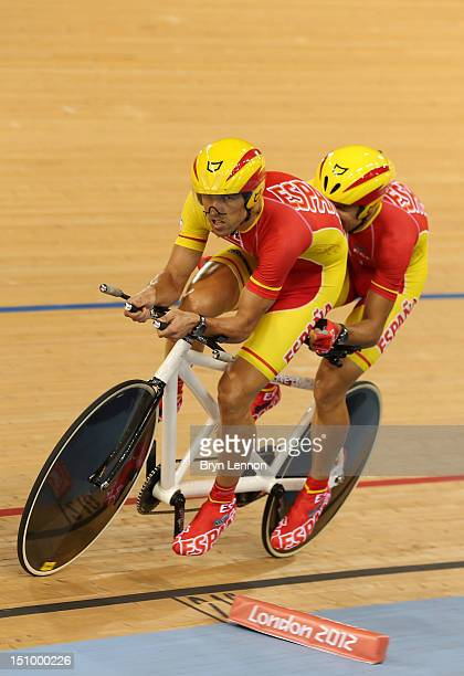 Pilot Diego Javier Munoz and Miguel Angel Clemente Solano of Spain compete in the Men's Individual B Pursuit on day 1 of the London 2012 Paralympic...