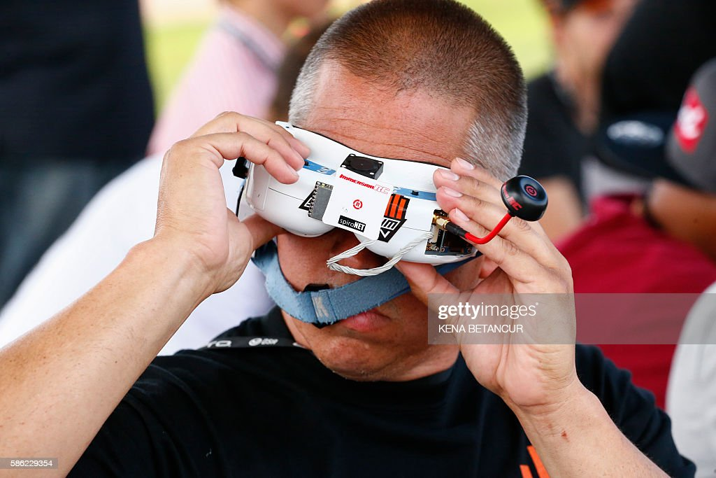 A pilot drives a drone during the practice event before the National Drone Racing Championship at Governors Island in New York on August 5, 2016. More than 100 pilots are expected to compete. Winners from the Drone Nationals will be selected to represent Team USA. / AFP / KENA