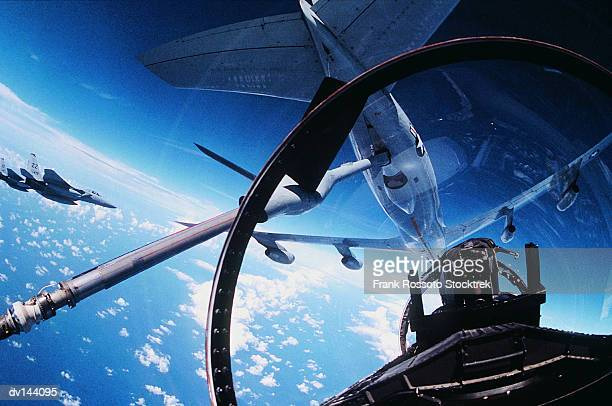 pilot in cockpit about to refuel - air force stock pictures, royalty-free photos & images