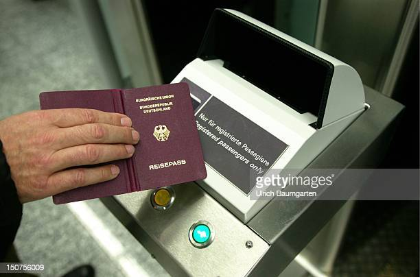 Pilot project for the ' Automated and Biometricssupported Border Controls ' at the RheinMain airport Frankfurt reading in of the passport datas