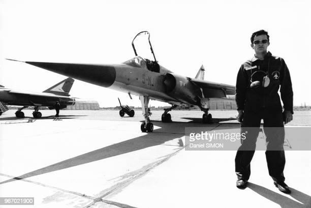 Pilote près de son avion lors du baptême des premiers avions de chasse Mirage F1 dans la base aérienne 115 OrangeCaritat dans le Vaucluse en France...