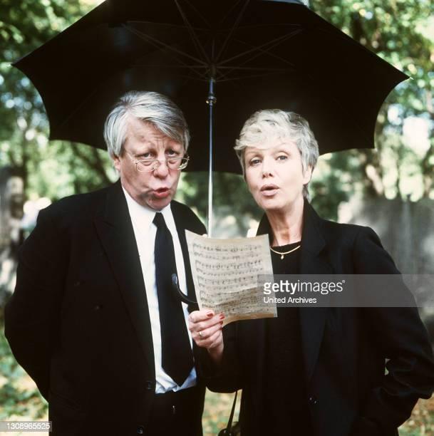 Pilotfolge / MARIA SEBALDT, STEPHAN ORLAC / Überschrift: DIE WICHERTS VON NEBENAN / D 1988, Deutschland.