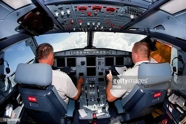 Piloten im cockpit in Passagierflugzeug