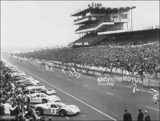 Pilots rush to their racing cars during the start of the 35 'Le Mans 24Hour Race' Le Mans 10 June 1967 Dan Gurney and Antony Joseph Foyt from US won...