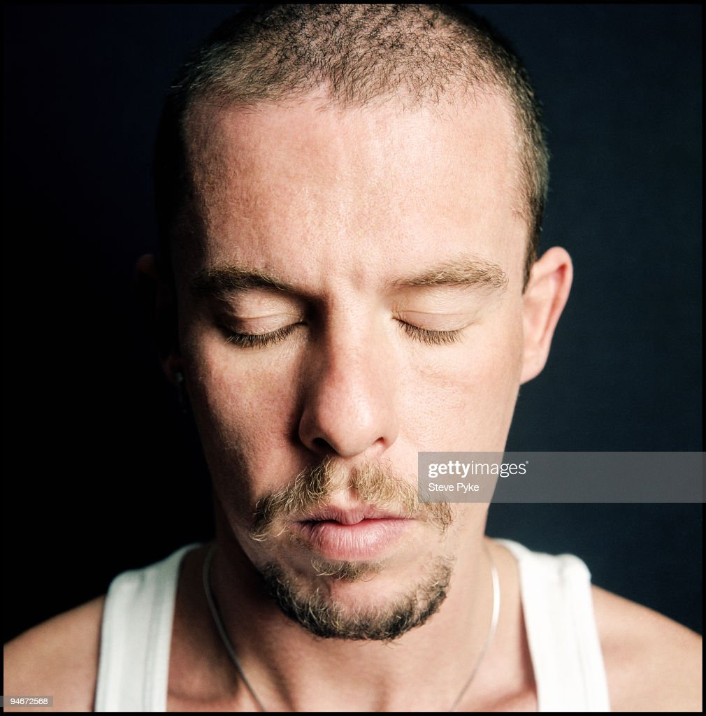 Alexander McQueen, August 01, 2002 : News Photo