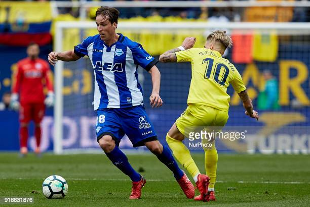 Pina of Deportivo Alaves competes for the ball with Samuel Castillejo of Villarreal CF during the La Liga match between Villarreal CF and Deportivo...