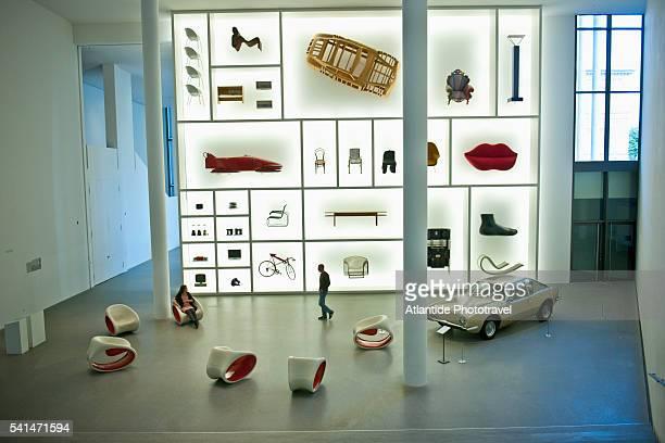 pinakothek der moderne - pinakothek der moderne stock-fotos und bilder
